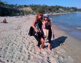 Светлана Василева поддържа форма с разходки по плажа