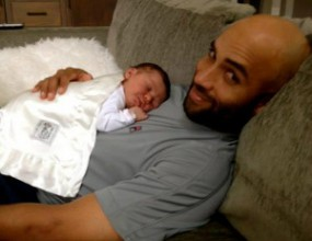Джеймс Блейк показа новородената си дъщеря