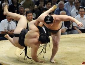 Хакухо спечели титлата, Котоошу завърши турнира с победа
