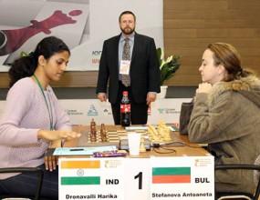 Стефанова и Ушенина с реми в първата партия на финала на световното