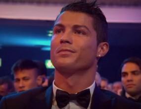 """Реакцията на Кристиано при обявяването на Меси за носител на """"Златната топка"""" (видео)"""