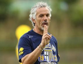 Милан гледа към Донадони