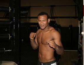 Алигатора иска скалпове от UFC