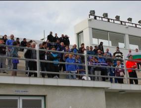 100 привърженици подкрепят Левски в Кипър (видео)