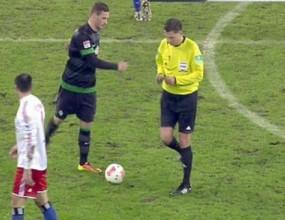 Нелепият червен картон на Арнаутович (видео)