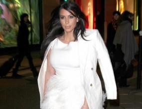 Ким се разходи като лебед в Париж