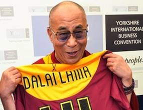 Далай Лама подкрепя Брадфорд срещу Суонзи