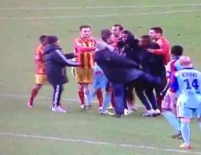 Вижте как футболен бос рита противников играч във Франция (видео)