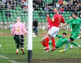 Съдия опорочи невероятно зрелище във Враца - ЦСКА бие в мач със 7 гола и три дузпи (видео+галерия)