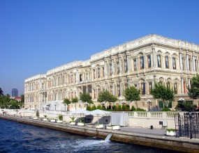 """""""Белите"""" като султани в Истанбул"""