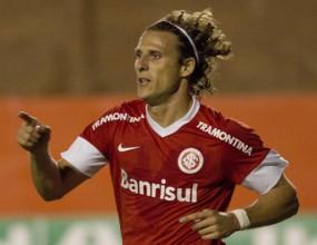 Форлан с два гола за Интернасионал, отборът на Ривалдо изпадна