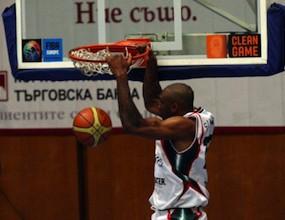Бивш български национал остава в Италия до 2014 година