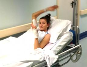 Емилия Николова геройски се усмихва след операцията