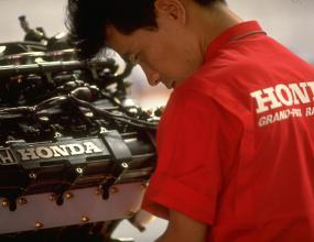 Двигателите Хонда няма да са само за Макларън