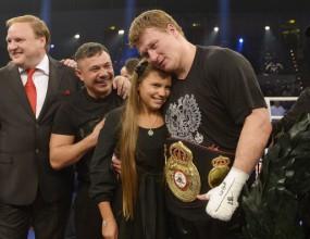Поветкин защити титлата си, излиза срещу Кличко