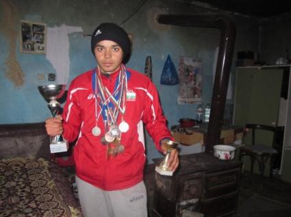 Йордан Петров печели злато с рекорд в Словакия