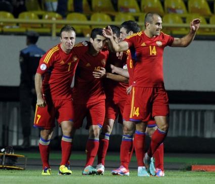 Двама арменци пропускат мача с България