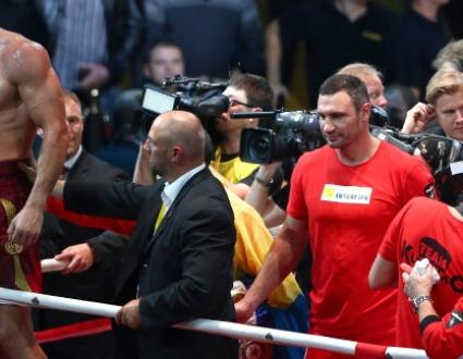 Виталий Кличко: Поветкин е герой, но това, че успя да завърши мача, струва скъпо