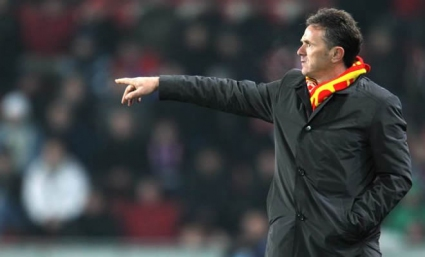 Треньорът на Черна гора подписа нов договор