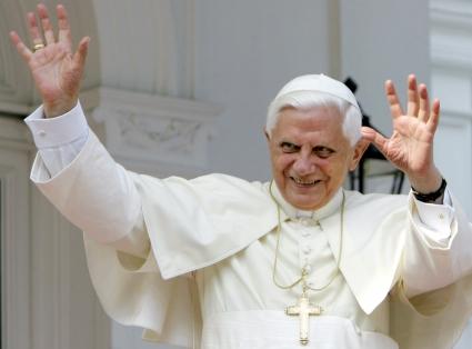 Папа Бенедикт побързал да се оттегли заради Мондиала
