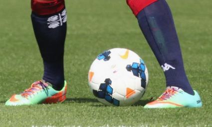 """Все повече футболисти в Серия """"А"""" носят връзки на обувките с цветовете на дъгата"""