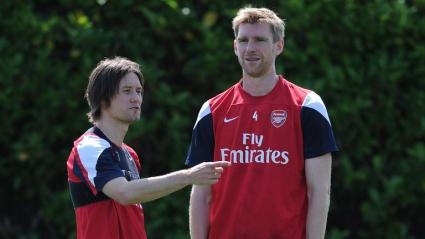 Мертезакер и Росицки подписаха нови договори с Арсенал