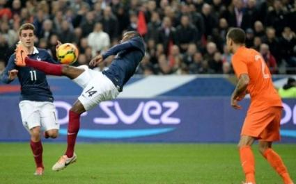 Франция демонстрира добра форма и наказа Холандия с красиви голове