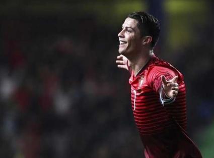 Роналдо чупи рекорди, Португалия лети (видео)