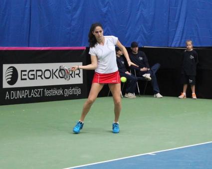 Шиникова отстъпи срещу италианка на 1/2-финалите в Амиен
