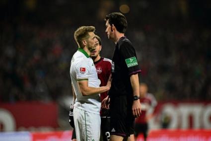 Мъжка постъпка на мач в Бундеслигата (видео)