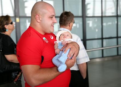 Гюлетласкачът Георги Иванов пазарува подаръци за бебето
