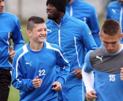 Топузаков впечатлен от 15-годишен талант, привика го в отбора (ГАЛЕРИЯ)