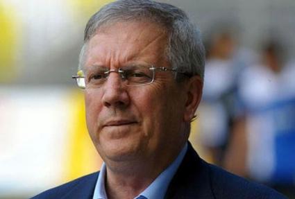 Президентът на Фенербахче остава в затвора