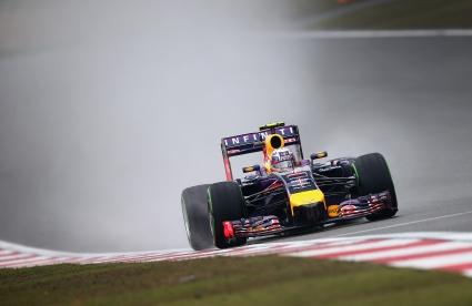 Даниел Рикардо най-бърз в дъжда преди квалификацията