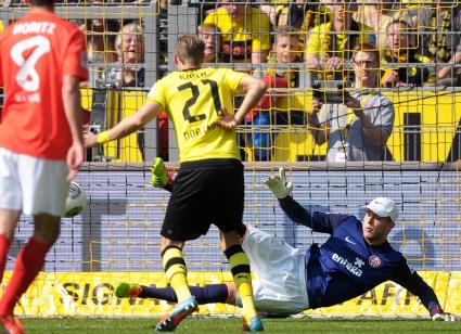 Дортмунд влезе в групите на ШЛ след победа над отбора на Тодор Неделев (видео)