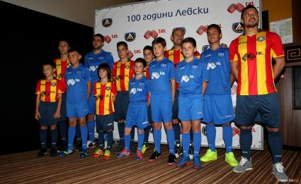 Левски показа уникален екип за 100-годишнината (видео+галерия)