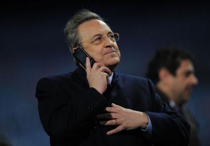 Флорентино беснее пред играчите, заплашва с оставка