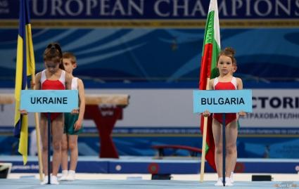 Филип Янев: Всички момичета са дебютантки и затова са напрегнати