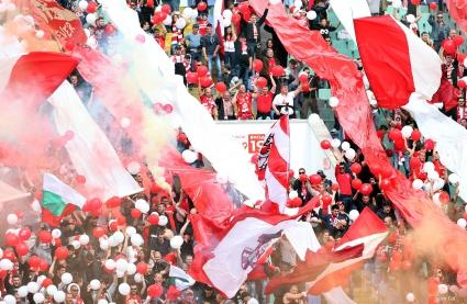 """""""Червените"""" с призив към феновете"""