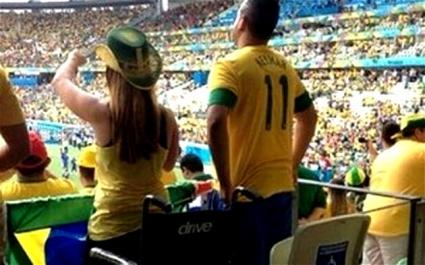 Нагли фенове в Бразилия се правят на инвалиди