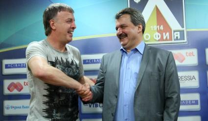 Батков за бомбата на Сираков: Целта му е да излезе от нафталина
