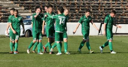 Нефтохимик започна подготовка с 15 футболисти, взе две момчета от юношите на Черноморец