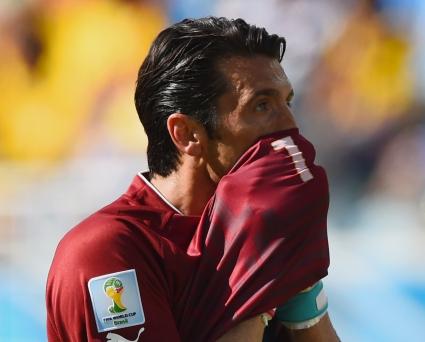 Буфон най-добър в мача Италия - Уругвай