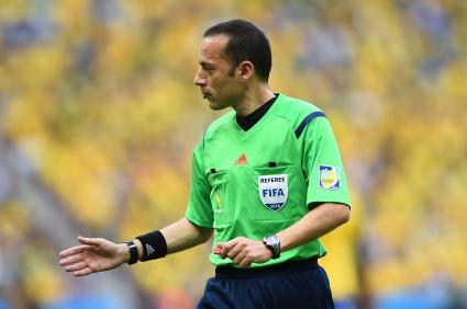 Турският арбитър Джунейт Чакър ще ръководи мача Алжир - Русия