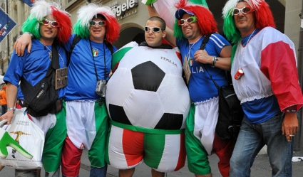 Италианци пеят химна с имената на футболистите (видео)