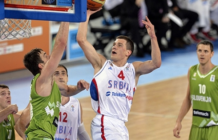 Удар за Сърбия, Недович се контузи