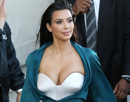 Ким Кардашян отново втрещи с облеклото си