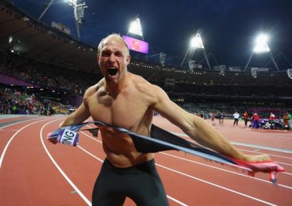 Съдят олимпийски шампион заради разкъсване на потник