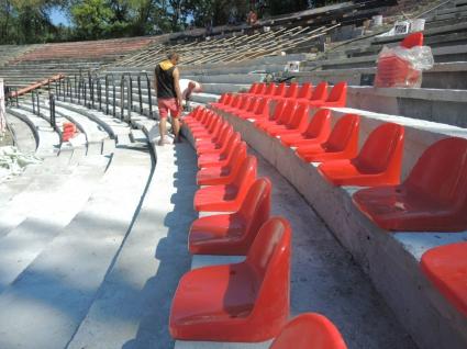 """Започна монтирането на седалки в сектор """"Г"""" (снимки)"""