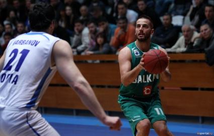 Иван Лилов остава в Балкан